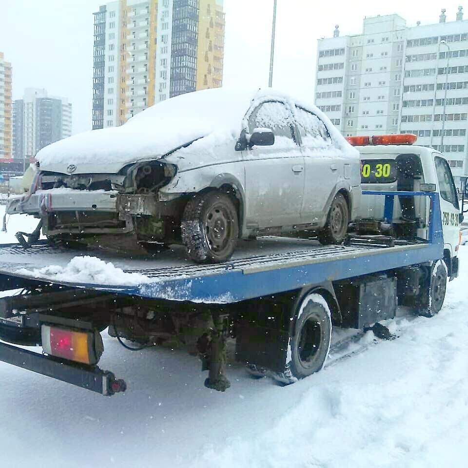 Эвакуация авто Toyota в Челябинске, после ДТП.